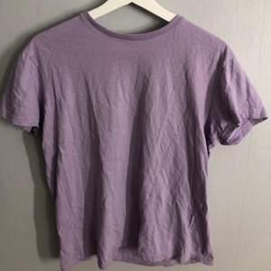 Lila oversized t-shirt, köparen står för frakten❗️