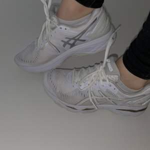 Asics sport skor som passar både för jogging och gym pass. Är i mycket fint skick.