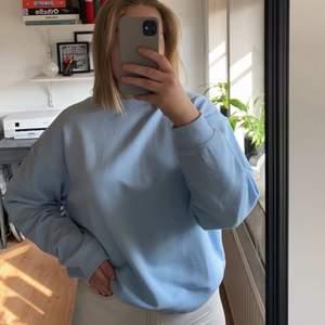 Ljusblå sweatshirt med lappen kvar! Aldrig använd. Köparen står för frakten ✨