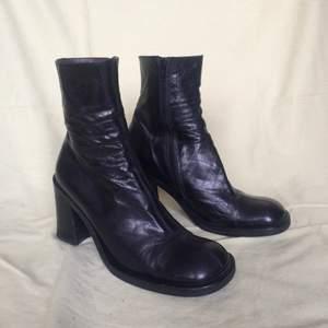 Ett par superfina italienska boots i läder, storlek 38