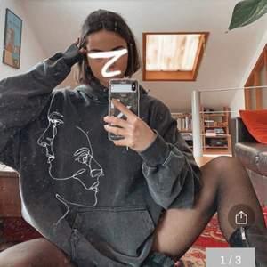 Säljer denna hoodie från en engelsk sida, endast använd en gång och har aldrig kommit till användning. ~NYPRIS: 350+tull och frakt~