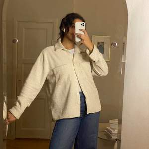 Skickas endast -köparen står för frakt.  För referens är min längd 174 cm.