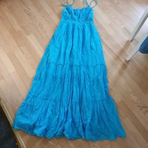 Så fin sommar klänning. Fin blå färg.