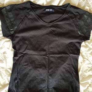 Tränings tshirt ifrån SVEA. Jag har fler träningskläder i min profil!!