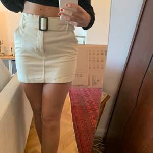 Säljer min älskade Manchester kjol pga att den är för kort. Bältet går att ta bort! Köpte kjolen vintern 2019 på zara  och knappt använd💞💞