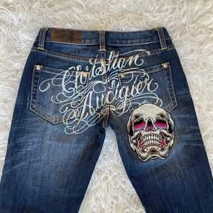 extremt rare jeans från Christian Audigier (skapade Ed Hardy)😍Dessa går för runt 1800kr och jag köpte dessa dyrt! Högsta bud är 900❤️