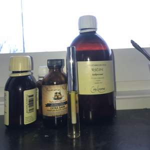 Ögonfrans serum med 100% naturliga råvaror. Gjort på oljor som bekräftat hämmar hårtillväxten. För mer frågor skicka ett meddelande 😊😊