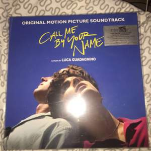 Call me by your name LP skiva knappt använd, innehåller två skivor och två dubbesidiga posters. Kom privat för fler bilder