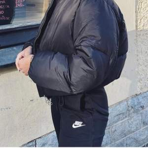 svarta super fina, mysiga och bekväma Nike sweatpant