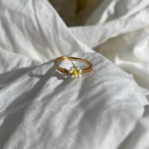 """Handgjord ring """"Daisy""""🌼 Går att göra i alla storlekar! Frakt tillkommer"""