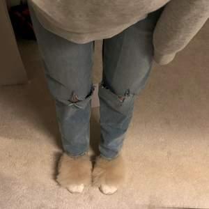 Raka jeans ifrån gina tricot med hål :)