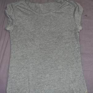 Helt ny grå T-shirt i storlek M 35kr+ frakt