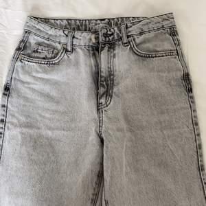 Säljer dessa ursnygga jeans från Ginatricot i storlek 32!