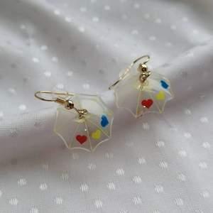 Kolla gärna genom min Instagram @mochitufo för mer smycken 💛 kontakta mig vid intresse