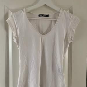 T-shirt från Filippa k. Säljer pga för liten. Köpare står för frakt