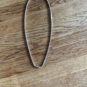 Hej säljer mitt halsband och armband i äkta silver pris kan diskuteras
