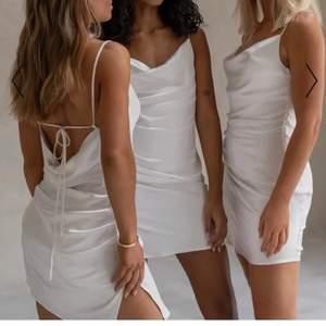 Jätte fin klänning från NA-KD. Endast testad! Lägger upp igen då det blev missförstånd med förra köparen. Köpt för 399kr