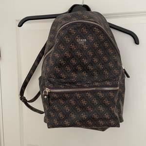 ✨ Säljer denna guess ryggsäck. Kommer inte till användning längre, den är använd rätt så flitigt. ✨