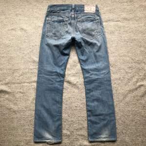True Religion Jeans Size: 31 Condition: 8/10  Lenght 110 Inner leg 85 Leg opening 22 Waist 90