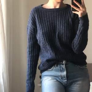 Säljer en stickad tröja från Cubus. Strl Xs men oversized till formen. Hämtas i Sollentuna eller fraktas 💖