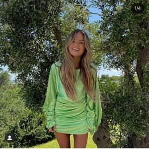 Hanna schönberg x nakd klänning, är osäker på om jag passar i den så därför gör jag intressekoll 💚💚💚 säljer endast vid bra bud. Slutsåld på hemsidan! Helt ny