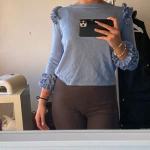 Stickad tröja från märket Munthe i storlek 38. Säljer pga att jag inte använder den. Använd ett fåtal gånger, så den är i bra skick.