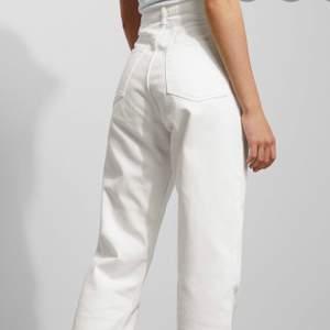 Helt oanvända vita weekday jeans, modell Rowe          Strl- W-25 L-32