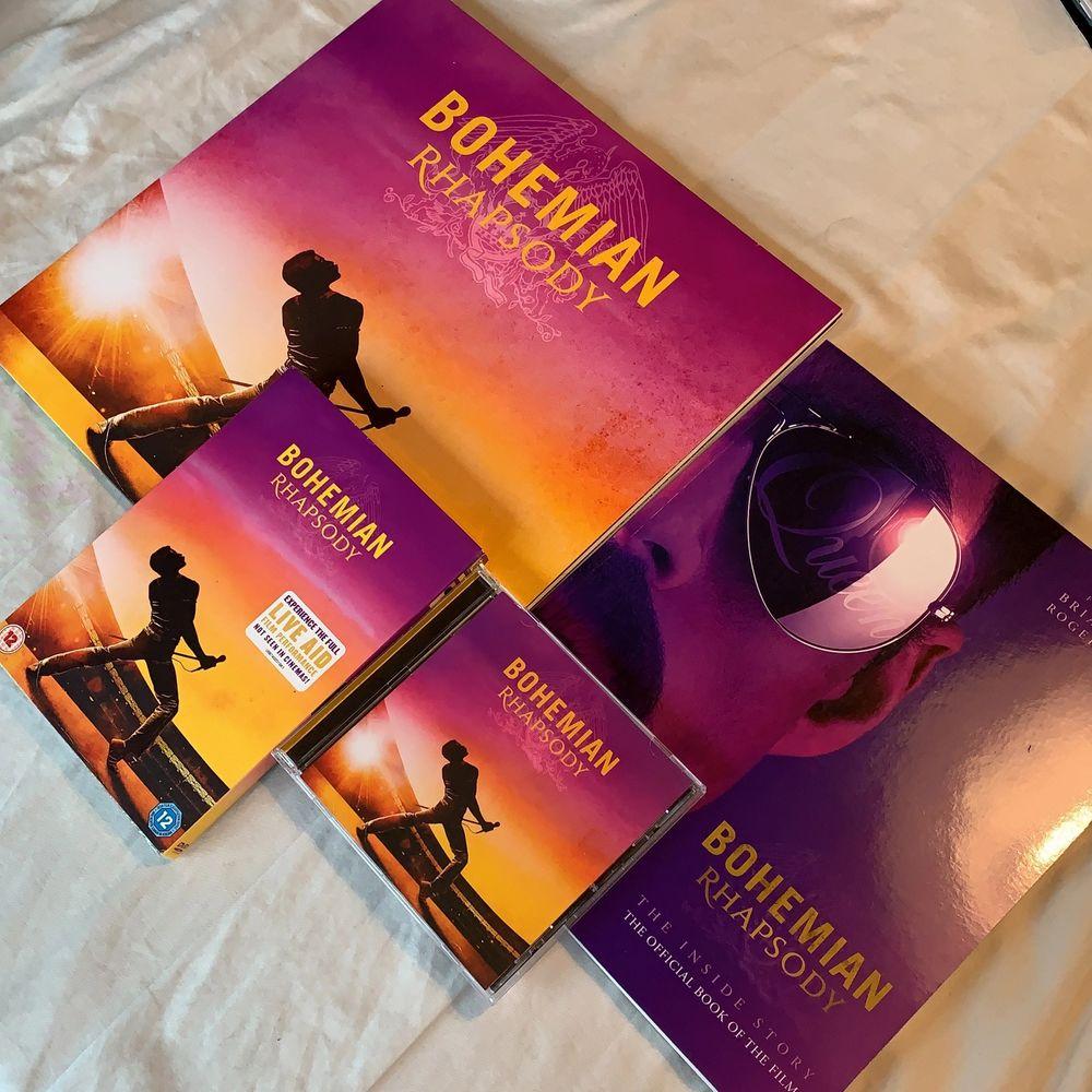 """Blev du också helt förälskad av filmen """"Bohemian Rhapsody"""" som släpptes 2018? Say no more! Här finns det perfekta kitet bestående av en ny vinylskiva med soundtracket från filmen, en bok, DVD-filmen och soundtracket på CD-skiva. Allt är i nytt skick och ospelat. 🥰✨ Priset går att diskuteras! . Övrigt."""