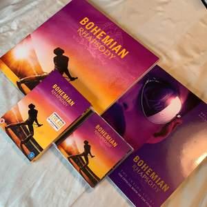 """Blev du också helt förälskad av filmen """"Bohemian Rhapsody"""" som släpptes 2018? Say no more! Här finns det perfekta kitet bestående av en ny vinylskiva med soundtracket från filmen, en bok, DVD-filmen och soundtracket på CD-skiva. Allt är i nytt skick och ospelat. 🥰✨ Priset går att diskuteras!"""