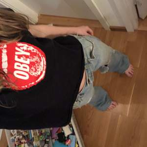 Obey svart t-shirt köpt från Carlings. Storlek S men är lite kortare och skulle mer säga att de är en XXS
