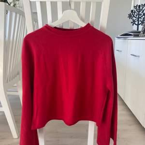 Röd tröja från Primark i stl S. Aldrig använd pga fel färg. ❤️