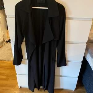 Säljer min kappa ifrån bik bok då den ej kommer till användning längre,fint skick , köparen står för frakten