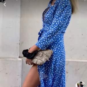 !!!!!Söker!!!! denna klänningen från zara, 34/36. XS/S.