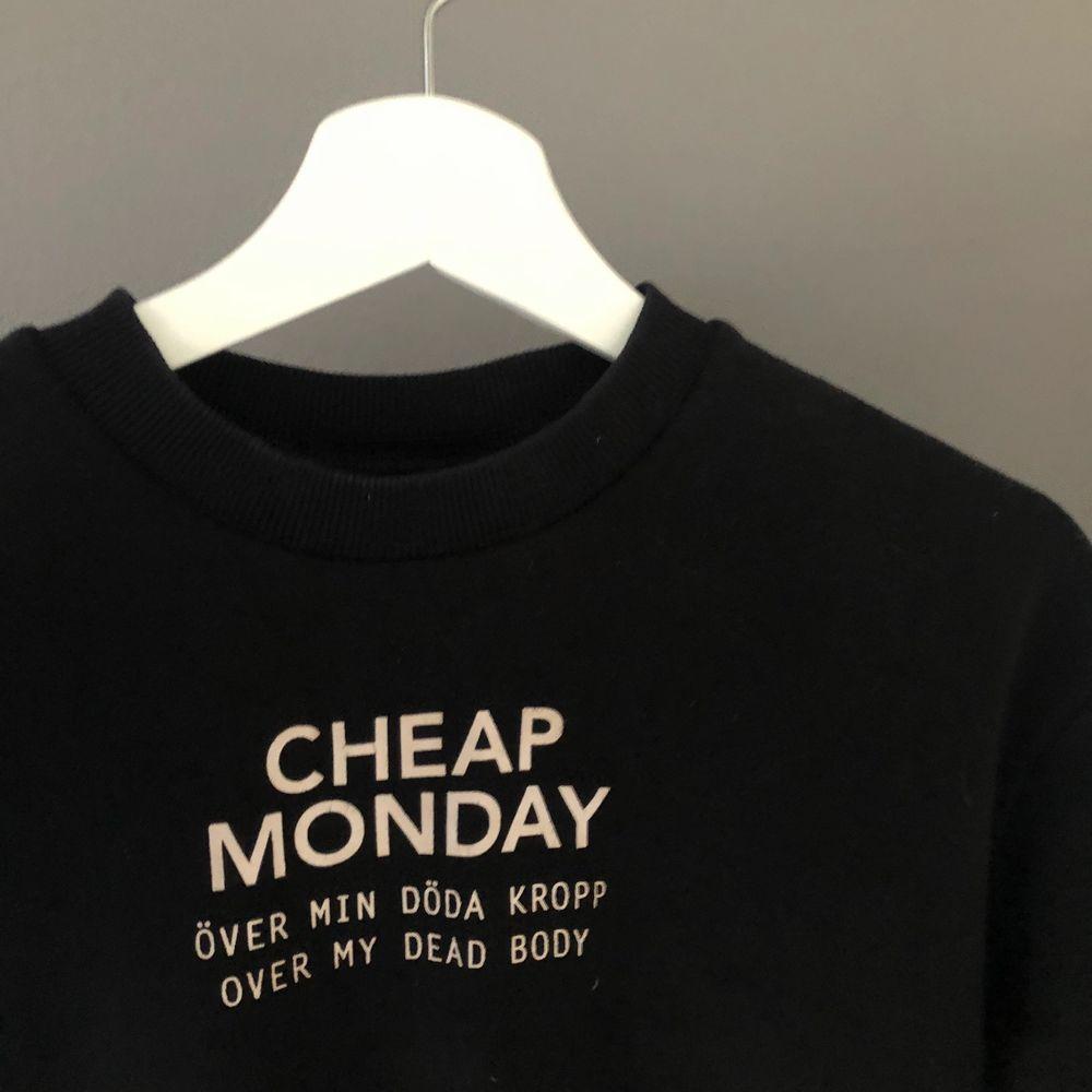 en sweartshirt i bra skick, köpt för 2år sen. använd fåtal gånger! +FRAKT. Tröjor & Koftor.