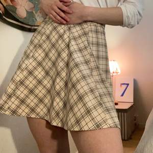 Cute lightweight Skirt. Original price 250. barely used. Size is 38/M but fits me fine 36/S