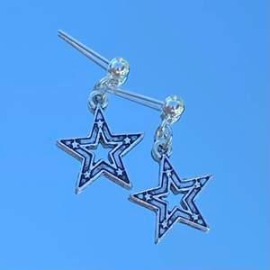 Säljer handgjorda örhängen i olika modeller för 39kr styck 🤍