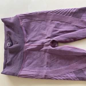Seemless tights från Under armour ❤️ helt nya aldrig använda! Storlek XS men passar S också skulle jag säg💕 Nypris 500 kr