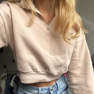 croppad sweatshirt/topp från nelly!! superfin🥰💘💘