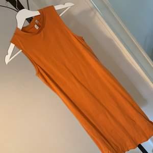 Snygg klänning som sitter tight och formar kroppen☺️
