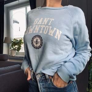 Ljusblå tröja från Gant i storlek s. Säljer pga att den används alltför sällan 💙 Skriv i kommentarerna eller kontakta mig vid intresse. Frakt tillkommer. Buda vid fler intresserade.