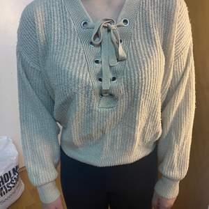 Söt stickad tröja med tråd från Hm. Storlek M men passar S