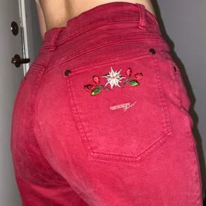 Mina bästa jeans som jag älskar men använder för sällan💣❤️  Mjuka och sköna att ha på sig, de har bidragit till så sjukt snygga outfits😍 Inga fläckar eller revor✨