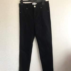 Svarta jeans! Helt oanvända!