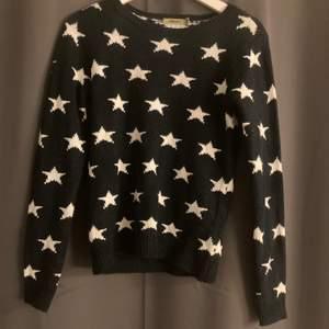 Jätte fin stickad tröja med stjärnor. 200 + frakt. Buda