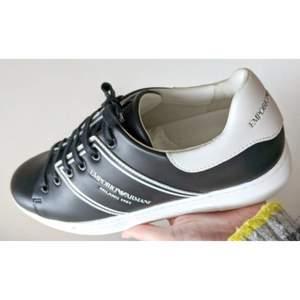 Svarta sneakers i ny skick. Storlek 40.