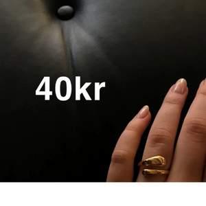 Säljer dessa justerbara ringar i silver o guld för 40kr st, skickas i en fin påse🖤 frakt 12kr