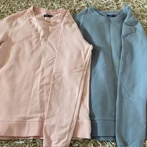 Två sweaters i olika färger (går att köpa separata). Storlek xxs men funkar som xs också. 280kr för båda inklusive frakt. (Pris kan diskuteras)