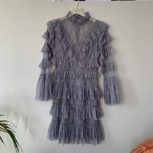 Säljer min älskade by malina klänning. Använd en gång på min studentmottagning förra året, men kommer inte längre till användning. Som ny. Köptes för 1999kr säljer för 1300. Storlek xs