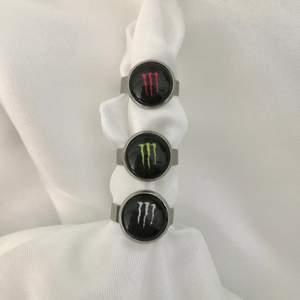 Nu finns dessa sjukt coola ringar på hemsidan för endast 39:-!!! 💌 Instagram: Vikiicom