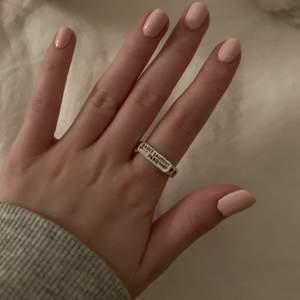 så cool ring som tyvärr inte används 🥺🙏🏼💞